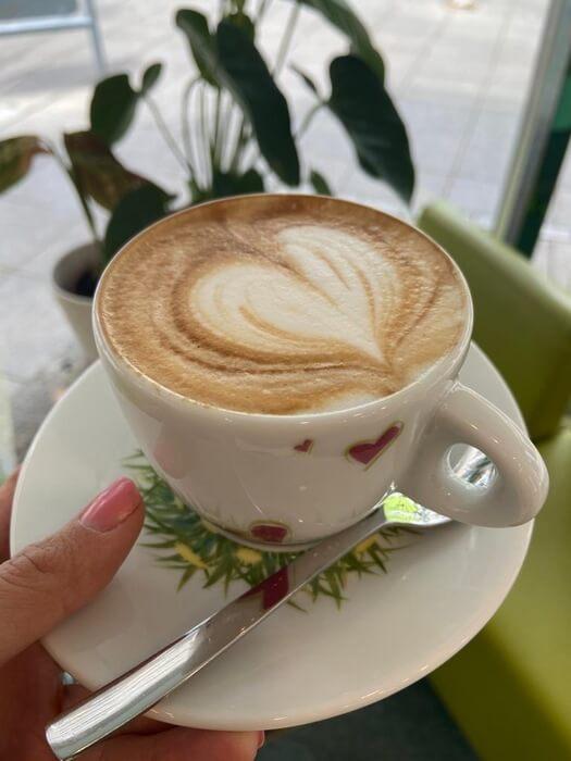 cappuccino im eiscafe venedig stuttgart